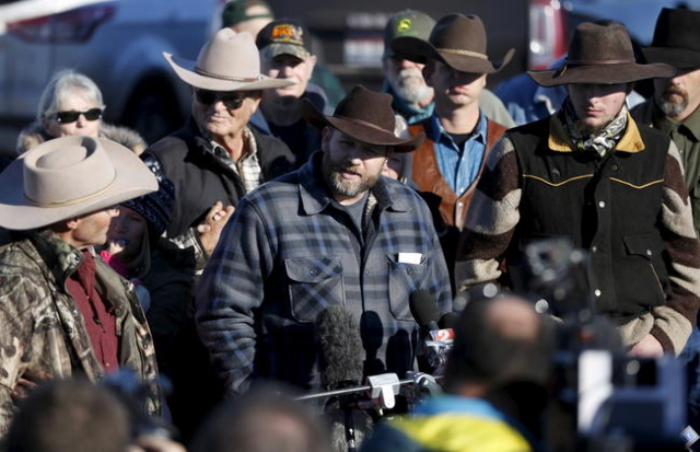 Leader of a group of armed protesters Ammon Bundy talks to the media at the Malheur National Wildlife Refuge near Burns, Oregon, January 8, 2016. REUTERS/Jim Urquhart