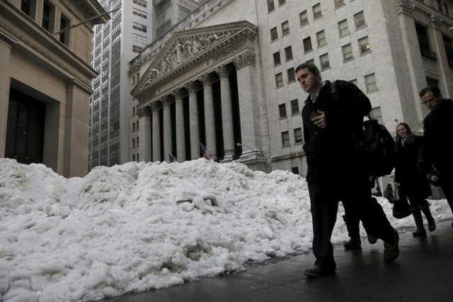 Morning commuters pass by a snow pile across from the New York Stock Exchange in Lower Manhattan January 25, 2016. (Brendan McDermid/Reuters)