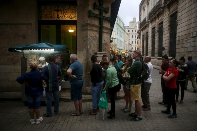 Tourists and Cubans line up for fried doughs in old Havana in this January 13, 2016 picture. REUTERS/Alexandre Meneghini