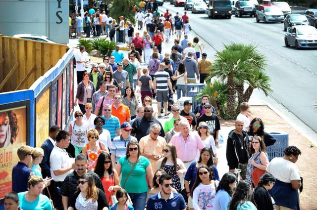 Tourists walk along the Strip in Las Vegas. (David Becker/Las Vegas Review-Journal file)