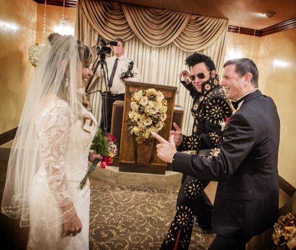Elvis Impersonator Harry Shahoian Center Perform A Wedding Renewal With Brazilian Paulo Mendes