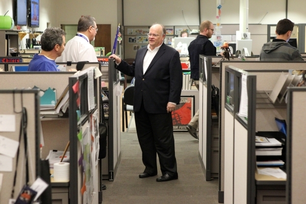 Las Vegas Review-Journal Editor J. Keith Moyer, center, visit with reporters Howard Stutz, left, and Rick Velotta in the Review-Journal newsroom in Las Vegas after being introduced as editor Frida ...