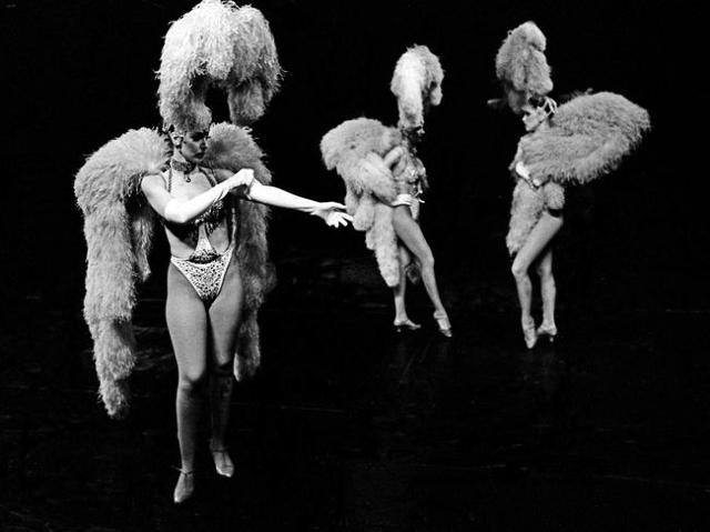 """Jubilee!"" dancers prepare to go on stage in 2001 at Bally's, 3645 Las Vegas Blvd. South. Jeff Scheid/Las Vegas Review-Journal Follow @jlscheid"