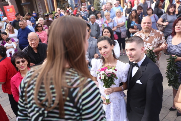 Jenny Little, event manager for the Linq Promenade, gives instructions to future newlyweds at a public ceremony on the Linq Promenade Sunday, Feb. 14, 2016 in Las Vegas. Rachel Aston/Las Vegas Rev ...