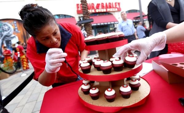 Tilda Silao arranges cupcakes for the newlyweds of a public ceremony on the Linq Promenade Sunday, Feb. 14, 2016 in Las Vegas. Rachel Aston/Las Vegas Review-Journal Follow @rookie__rae