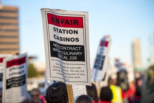 Culinary workers and supporters protest on Sahara Avenue in front of the Palace Station hotel-casino in Las Vegas on Friday, Feb. 12, 2016. Joshua Dahl/Las Vegas Review-Journal