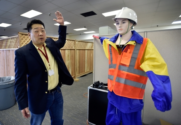 "UNLV mechanical engineer professor Paul Oh demonstrates how the arm works on a ""traffic robot"" at the UNLV Robotics Lab Tuesday, Feb. 16, 2016, in Las Vegas. Oh is interested in incorpor ..."