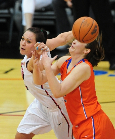 UNLV center Aley Rohde, left, is unable to catch a pass in front of Boise State center Miquelle Askew in the fourth quarter of their basketball game at the Cox Pavilion in Las Vegas Wednesday, Feb ...