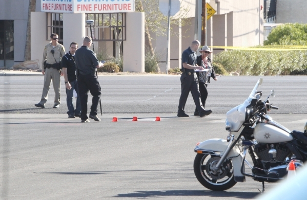 Woman hit by truck Wednesday morning dies | Las Vegas Review