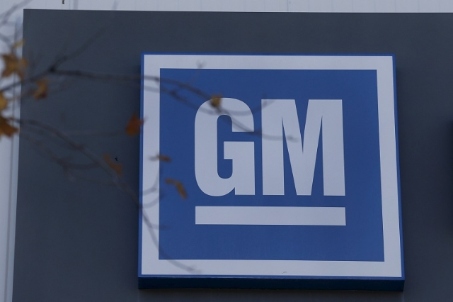 The GM logo is seen at the General Motors Lansing Grand River Assembly Plant in Lansing, Michigan October 26, 2015. (Rebecca Cook/Reuters)