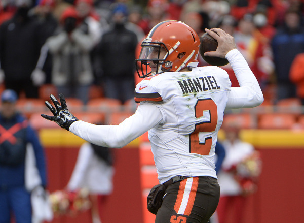 Cleveland Browns quarterback Johnny Manziel (2) throws a pass against the Kansas City Chiefs in the first half at Arrowhead Stadium on Dec 27, 2015 (John Rieger/USA TODAY Sports)
