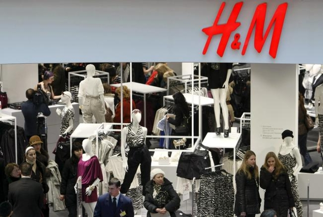 People shop in the newly opened Hennes & Mauritz (H&M) store in Moscow in this March 13, 2009 file photo. (Denis Sinyakov/Files)