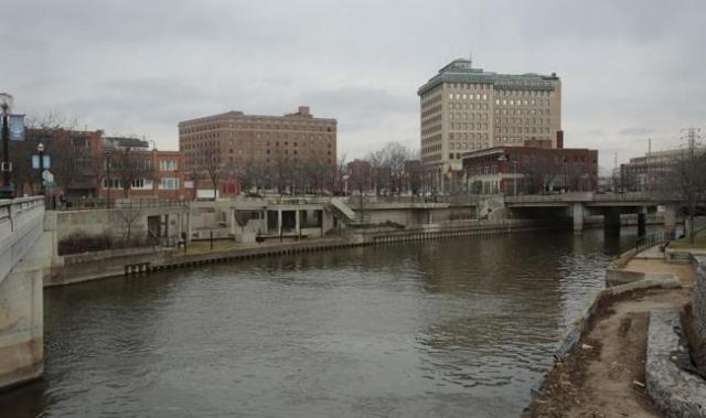 The Flint River is seen flowing thru downtown in Flint, Michigan, December 16, 2015.     REUTERS/Rebecca Cook