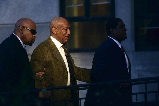 Actor and comedian Bill Cosby (C) arrives for a preliminary hearing on sexual assault charges at the Montgomery County Courthouse in Norristown, Pennsylvania February 2, 2016.  REUTERS/Mark Makela