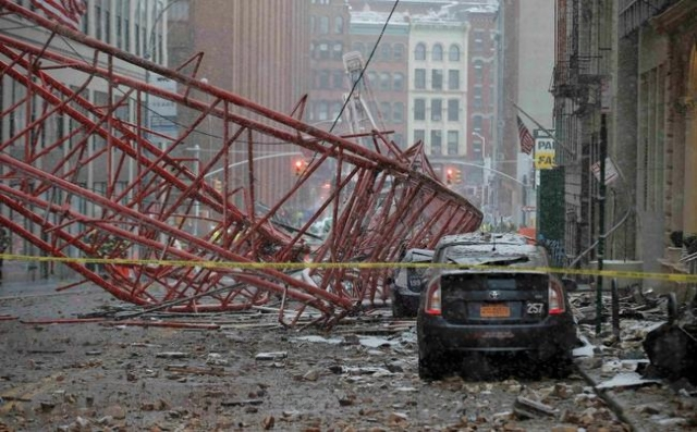 Emergency crews survey a massive construction crane collapse on a street in downtown Manhattan in New York, February 5, 2016.     REUTERS/Brendan McDermid