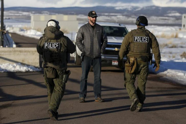 FBI agents man the entry to the Burns Municipal Airport in Burns, Oregon January 30, 2016.  REUTERS/Jim Urquhart