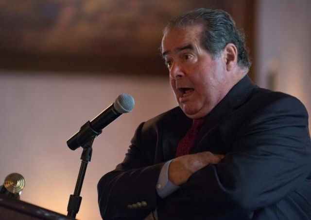 U.S. Supreme Court Justice Antonin Scalia speaks at an event sponsored by the Federalist Society at the New York Athletic Club in New York. Oct. 13, 2014. (Darren Ornitz/Reuters)