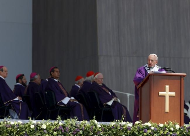 Pope Francis celebrates a Mass before a crowd of hundreds of thousands in Ecatepec, Mexico, February 14, 2016.  REUTERS/Henry Romero