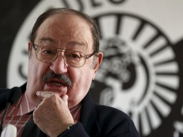 """Italian writer Umberto Eco poses during the presentation of his novel """"The Cemetery of Prague"""" in Madrid, in this December 13, 2010 file photo. REUTERS/Andrea Comas"""