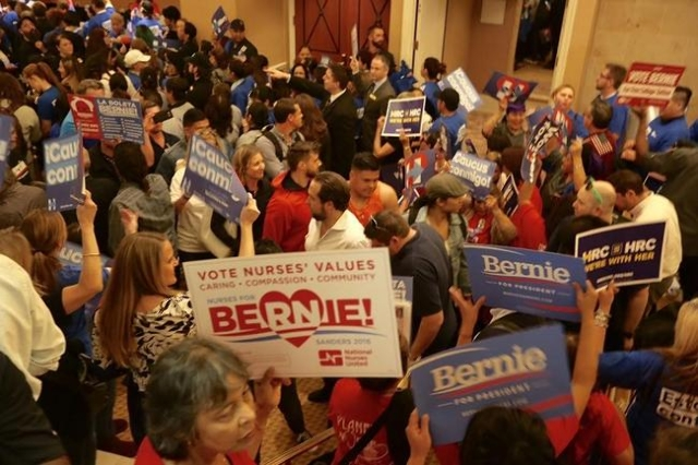 Democratic caucus pack the hallway at Caesars Palace. (Jeff Scheid/Las Vegas Review-Journal)