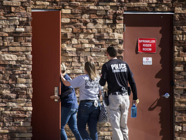 FBI agents enter a  building at 8880 Sunset Road on Thursday, Feb. 18, 2016. Jeff Scheid/Las Vegas Review-Journal Follow @jlscheid