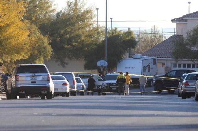 Las Vegas police investigate a shooting at 7843 Nookfield Drive on Thursday, Feb. 4, 2016. (Brett Le Blanc/Las Vegas Review-Journal Follow @bleblancphoto)