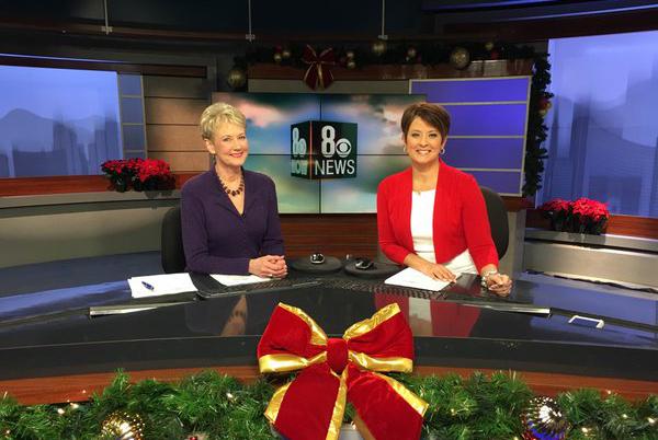 KLAS-TV anchors Paula Francis and Denise Valdez (@paulafrancis8/Twitter)