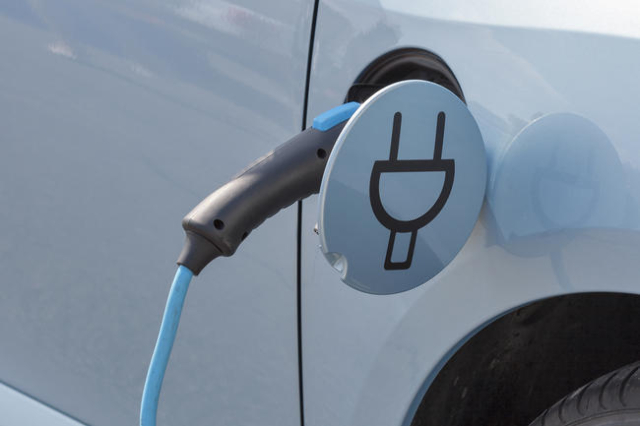 Electric car charging station. (Thinkstock)