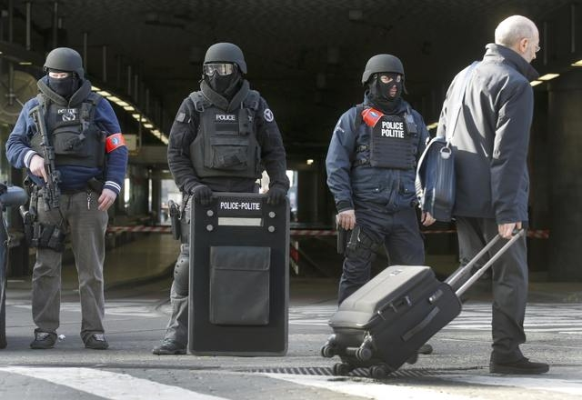 Police stand guard at Midi train station following bomb attacks in Brussels, Belgium, March 22, 2016.    REUTERS/Christian Hartmann