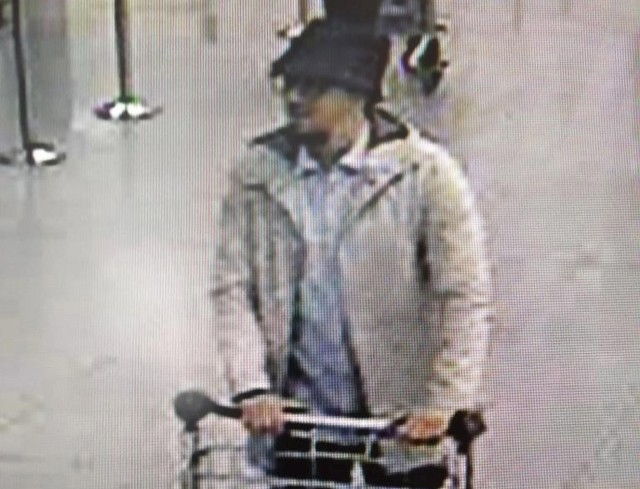 A man, who police have issued a wanted notice on suspicion of involvement in the Brussels airport attack.  (Belgian Federal Police/Reuters)