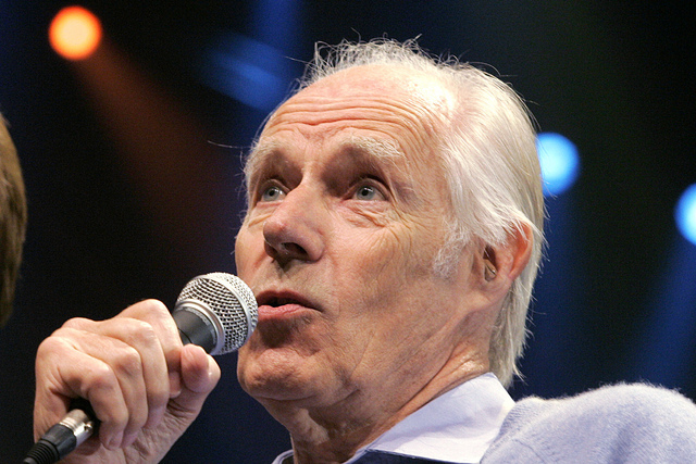 "Beatles producer Sir George Martin answers a question from the media after the sneak preview of a new Beatles-themed Cirque du Soleil show, ""Love,"" in Las Vegas on Wednesday, May 24, 2006.  (AP Ph ..."