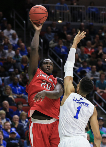Stony Brook's Jameel Warney (20) shoots over Kentucky's Skal Labissiere (1) during a first-round men's college basketball game in the NCAA Tournament in Des Moines, Iowa, Thursday, March 17, 2016. ...