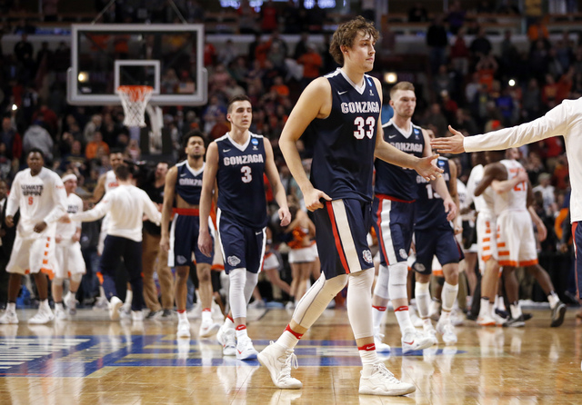Gonzaga's Kyle Wiltjer (33) and his teammatesd walk off the court after a college basketball game against Syracuse in the regional semifinals of the NCAA Tournament, Friday, March 25, 2016, in Chi ...