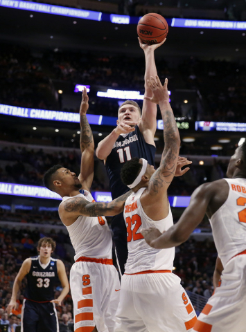 Gonzaga's Domantas Sabonis (11) shoots during the second half of a college basketball game against Syracuse in the regional semifinals of the NCAA Tournament, Friday, March 25, 2016, in Chicago. ( ...