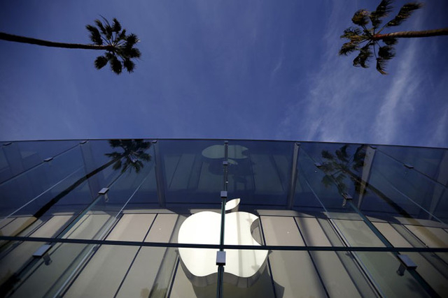 The Apple Store is seen in Santa Monica, California, United States, February 23, 2016. (Lucy Nicholson/Reuters)