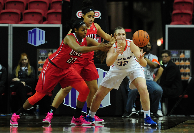 Boise State center Miquelle Askew (32) loses control of the ball in front of UNLV Rebels forward Jordyn Bell (23) in the first quarter of their Mountain West Conference quarterfinal basketball gam ...