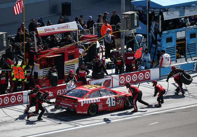 Michael Annett (46) makes a pit stop during the NASCAR Sprint Cup Series Kobalt 400 race at the Las Vegas Motor Speedway in Las Vegas on Sunday, March 6, 2016. Chase Stevens/Las Vegas Review-Journ ...