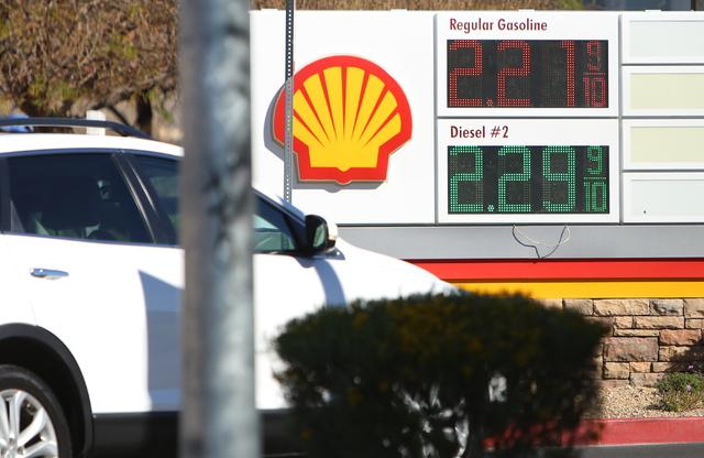 A customer pulls into Shell gas station on 8390 N. Decatur Blvd., Wednesday, March 9, 2016, in Las Vegas. Bizuayehu Tesfaye/Las Vegas Review-Journal Follow @bizutesfaye