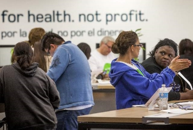 Glynis Brooks-Groom, right, listens while health advocate Lorie Struebing explains health plans at Nevada Health Co-op on March 31, 2014. (Jeff Scheid/Las Vegas Review-Journal file photo)