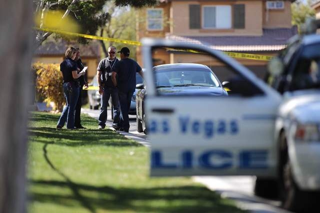 North Las Vegas police investigate a homicide in the 4400 block of Nestos Valley Avenue on Friday, March 18, 2016. (Brett Le Blanc/Las Vegas Review-Journal Follow @bleblancphoto)