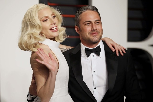 Singer Lady Gaga and her fiance, Taylor Kinney, arrive at the Vanity Fair Oscar Party in Beverly Hills, California, Feb. 28, 2016. (Danny Moloshok/Reuters)
