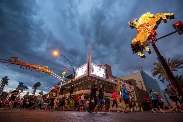 Runners make their way through downtown Las Vegas during the Rock-n-Roll Marathon on Sunday, Nov. 15, 2015. Joshua Dahl/Las Vegas Review-Journal