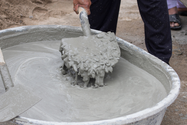 Concrete Mixing Tub : Creating concrete walkway can be dirty difficult las