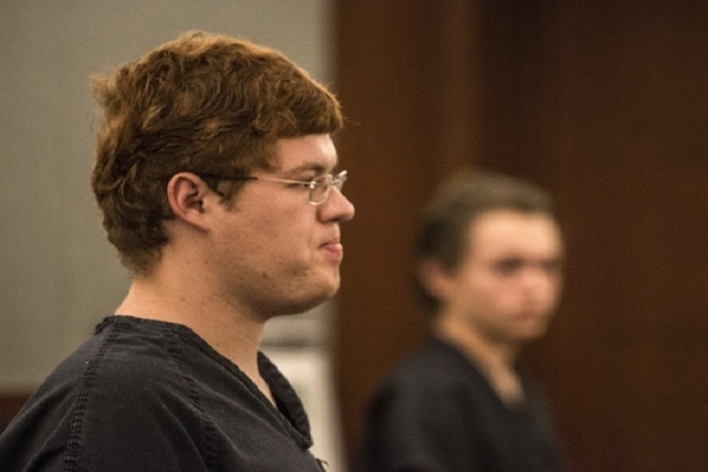 Defendants Derrick Andrews, left, and Erich Nowsch, appear in Clark County Justice Center on Tuesday, May 19,2014. Nowsch is accused in the Feb. 12 slaying of Tammy Myers while Andrews is charge i ...