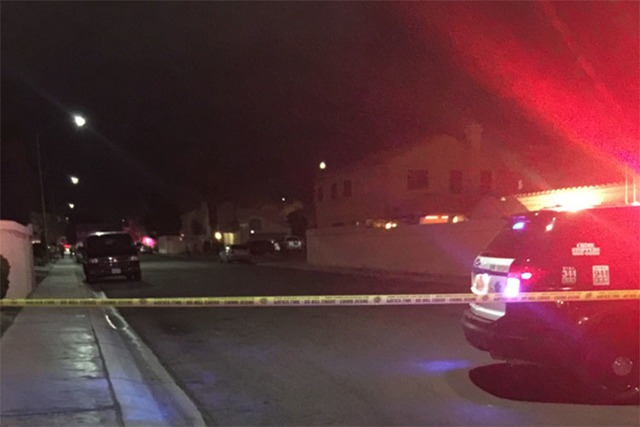 Las Vegas police investigate an apparent murder-suicide near at Larkvale Way and Tenaya Way in northwest Las Vegas on Monday, March 7, 2016. (Courtesy/Timothy O'Connell/via At The Scene)