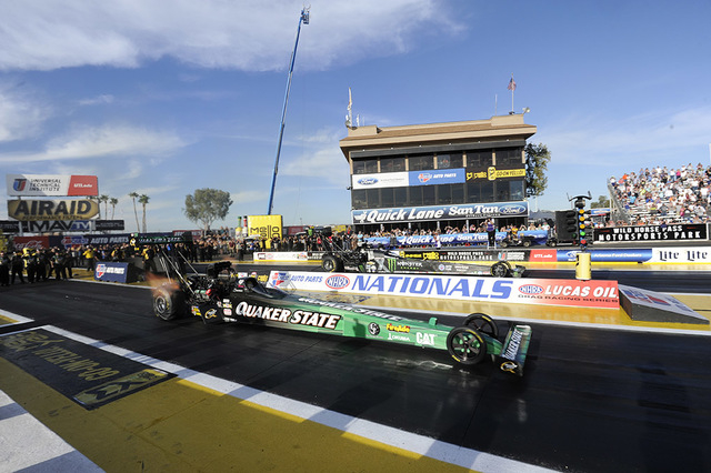 Leah Pritchett (foreground) vs. Brittany Force, woman vs. woman, at Phoenix in February. (Courtesy/AutoImagery)