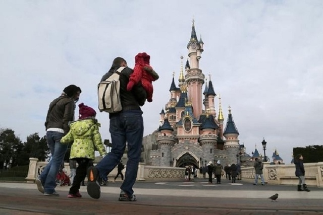 File picture shows visitors walking towards the Sleeping Beauty Castle during a visit to the Disneyland Paris Resort run by EuroDisney S.C.A in Marne-la-Vallee January 21, 2015. (Reuters/Gonzalo F ...