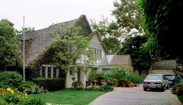 O.J. Simpson's former home in Brentwood, California, is shown June 14, 1994. (Reuters Files)