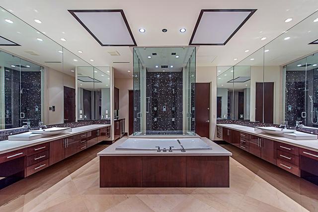 The master bath. (Courtesy Simply Vegas)