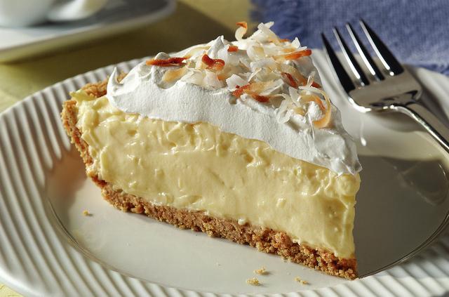 Easy Coconut Cream Pie (Cool Whip/Kraft Heinz Co.)